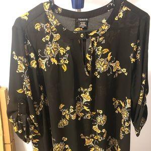 Torrid black and yellow blouse